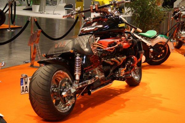 1291011395_aston-martin-v12-powered-monster-bike-3_i6iqv_3868.jpg
